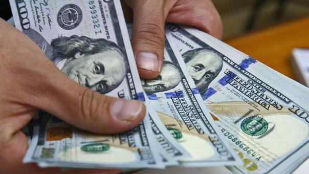 Dolar sigue cayendo luego de renuncia de PPK.