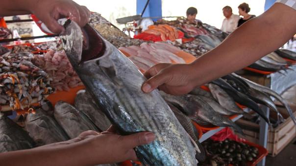 Venden pescado a bajo precios en Huánuco.
