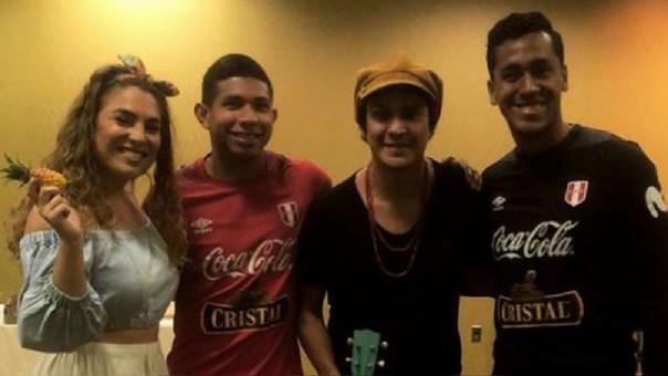 'Periko y Jessi Leon' visitaron la concentración de la Selección Peruana.