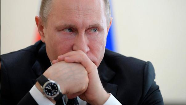 Putin durante una reunión con autoridades por el incendio en Siberia que dejó 64 muertos.