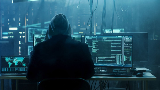Según las autoridades europeos, el grupo que dirigía 'Denis K.' era capaz de infiltrarse en los sistemas de bancos e incluso manipular cajeros automáticos.