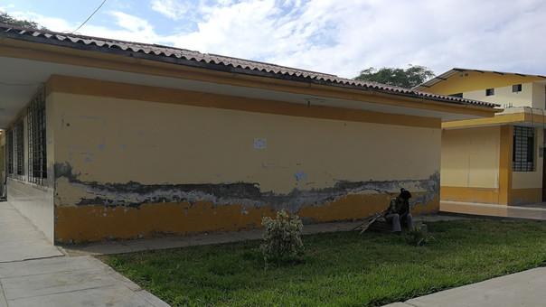 En varios locales del distrito de Catacaos, las estructuras de viviendas, centro de Salud y otro locales las marcas permanecen.