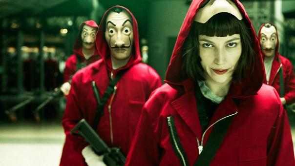 Tokio, interpretada por Úrsula Corberó, es la voz que narra el asalto a La Casa de la Moneda de España.