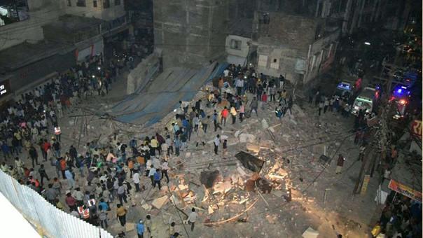 Diez muertos por el derrumbe de un edificio en India