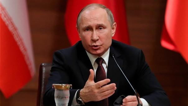 Vladimir Putin durante una conferencia conjunta con los líderes de Turquía e Irán.