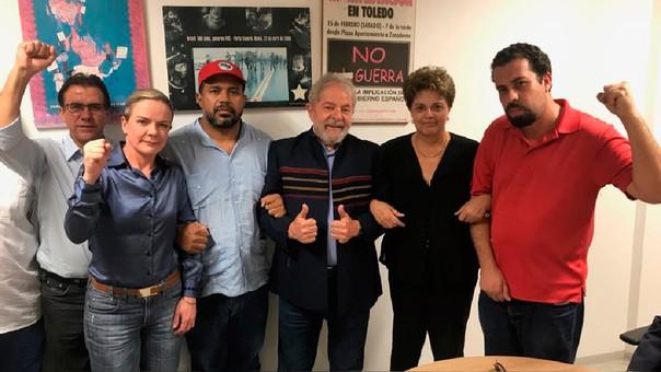 Expresidente Lula da Silva se entrega a autoridades brasileñas