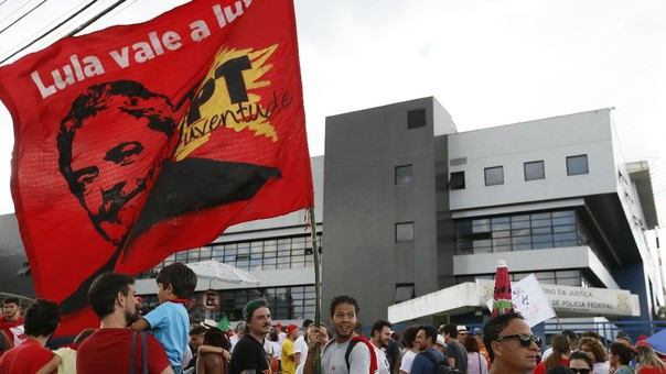 Resultado de imagen para Llegada de expresidente Lula da Silva a sede Policía Federal