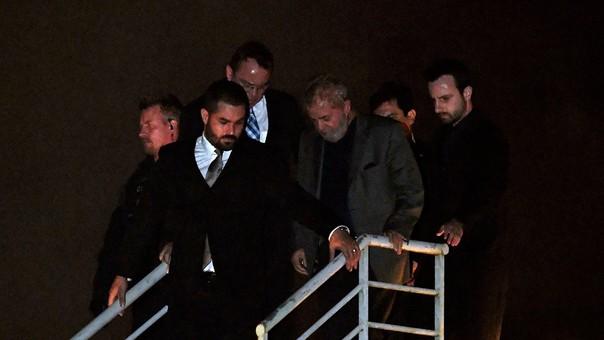 Lula da Silva se entregó a la justicia luego de que la Corte Suprema le negó un hábeas corpus.
