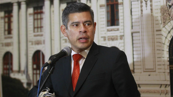 Luis Galarreta pide a Kenji Fujimori que se rectifique o lo denunciará.