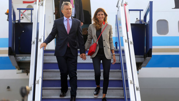 Mauricio Macri llegó a Lima acompañado del la primera dama argentina, Juliana Awada.