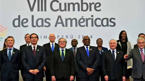 Los líderes de la VIII Cumbre de las Américas posan para la foto oficial.