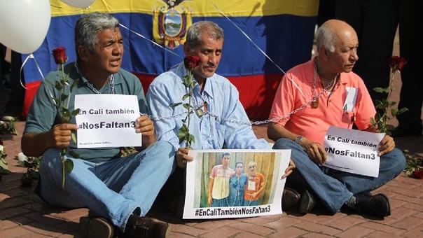Decenas de periodistas participaron en un plantón el pasado vierne en Cali en rechazo al asesinato de los tres integrantes del equipo periodístico de El Comercio, secuestrados el pasado 26 de marzo en la provincia de Esmeraldas, frontera entre Ecuador y Colombia.