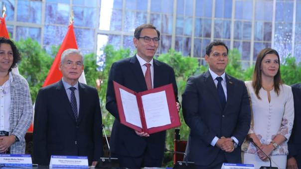 El presidente Martín Vizcarra promulgó hoy la Ley Marco de Cambio Climático.