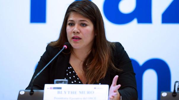 Presidenta de la OSCE, Blythe Muro, renuncia al cargo tras denuncia por millonario alquiler de oficinas.