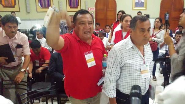Pobladores de Olmos y Chongoyape expresaron su molestia, porque el Contralor no pudo llegar