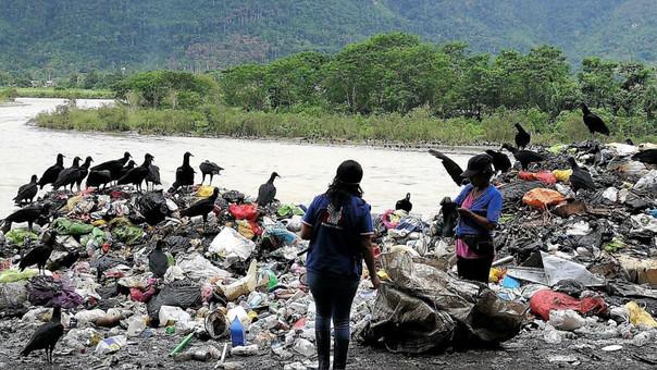 Basura en río Huallaga