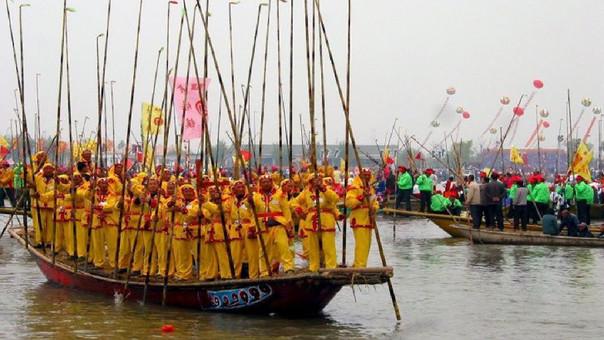 Al menos 11 muertos en un accidente de barcos-dragones en China