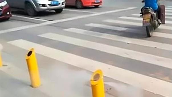 China crean un semáforo que lanza chorros de agua a peatones imprudentes