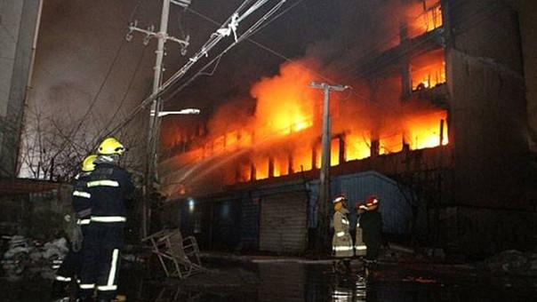AMPLIACIÓN: Incendio en bar de karaoke deja 18 muertos y 5 heridos