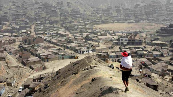 Reporte de la OCDE detalla que el 40% de peruanos de clase media podrían caer en la pobreza monetaria.