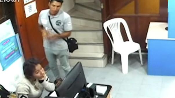 Video capta intento de violación en cabina de internet del Callao
