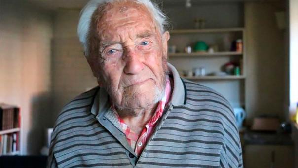 Científico de 104 años inicia viaje para solicitar la eutanasia