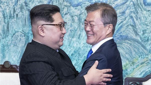 Kim Jong-un y Moon Jaein, líderes de Corea del Norte y del Sur en su encuentro histórico del pasado viernes.