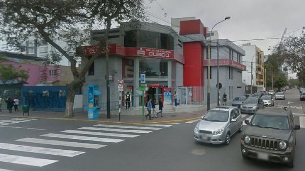 Acuchillan a mujer cuando ingresaba a caja municipal en Miraflores