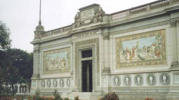 El Museo de Arte Italiano se entregó al Perú como regalo por parte de la comunidad italiana, en el marco de las celebraciones por el Centenario de la Independencia del Perú.