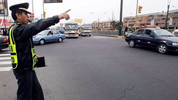 Inspectores de transportes y miembros de la Policía Nacional brindarán asesoría sobre los desvíos por la marcha.