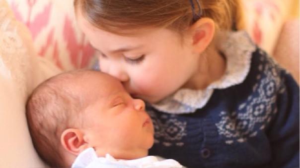 La tierna fotografía fue tomada por la duquesa Kate Middleton el día del cumpleaños número 3 de la princesa Charlotte.
