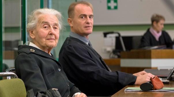Encarcelan a alemana de 89 años por negar el Holocausto