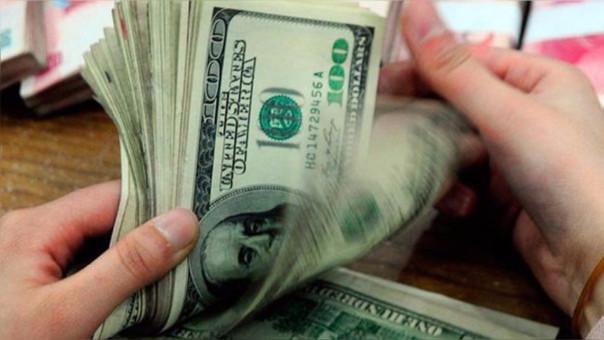 La preocupación por el destino del acuerdo nuclear de Irán y la incertidumbre política en Italia llevaban a los inversores a refugiarse en la divisa estadounidense.