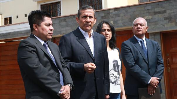 Humala y Heredia frente a la vivienda incautada.