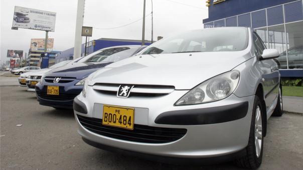 Ventas de autos nuevos caerá un 10% ante alza de impuestos.