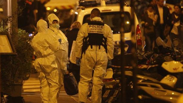 Agentes forenses llegan a la zona del ataque en Brasil.