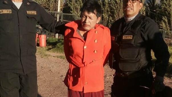 Interno de penal vestido de mujer en Cusco