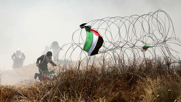 Miles de personas se manifiestan desde la mañana en la frontera entre la Franja de Gaza e Israel.