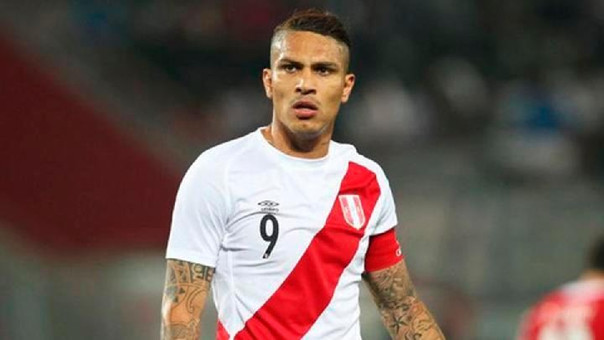 El goleador histórico de la Selección Peruana fue ovacionado por los fanáticos, esta mañana al llegar a Lima, luego de recibir 14 de meses de suspensión que lo deja fuera del Mundial Rusia 2018.