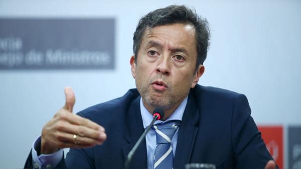 Ministro Tuesta busca aumentar la recaudación de impuestos.
