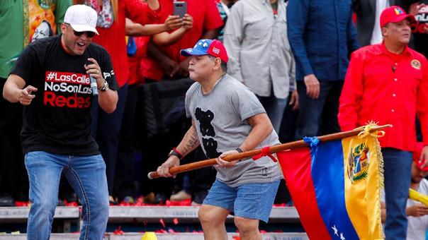 Diego Maradona bailó así en tierras venezolanas.