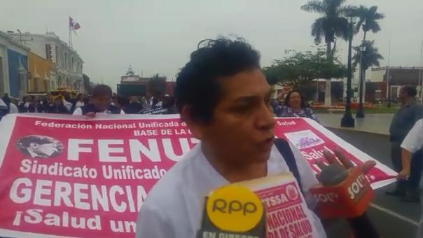 Trabajadores del sector salud acatan huelga indefinida en Trujillo