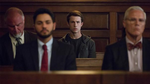 Al final de la primera temporada, las personas nombradas por Hannah como una de las razones que la llevaron al suicidio inician las declaraciones en el juicio que enfrenta a la familia Baker con Liberty High School.