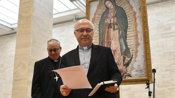 Los obispos Luis Fernando Ramos Perez (derecha) y Juan Ignacio Gonzalez (izquierda) leyeron la declaración conjunta en el Vaticano.