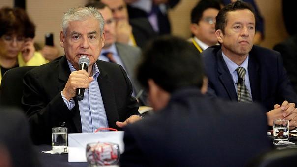 Villanueva negó planes de cambiar el IR una semana después de que Tuesta los incluyó en una exposición al Congreso.