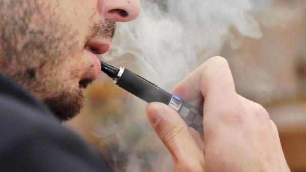 El cigarrillo electrónico suele ser una alternativa para quienes buscan dejar el tabaco.