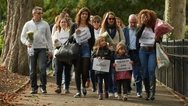 Familiares y amigos de la francesa asesinada protestan exigen justicia.