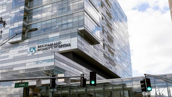 El Hospital Brigham and Women's, en Boston, es acusado de discriminación racial contra su personal.