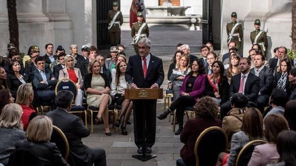 Sebastián Piñera mientras habla durante un acto en el que ha prometido terminar