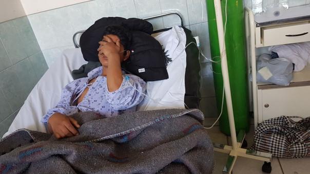 El estudiante identificado como F.R.D.L.C. (17) tiene dos fracturas en la pierna y se encuentra todavía inconsciente.